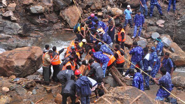 Υπηρεσίες έκτακτης ανάγκης στην Ινδία κατασκευάζουν προσωρινή γέφυρα σε επαρχία της Ινδίας - Sputnik Ελλάδα