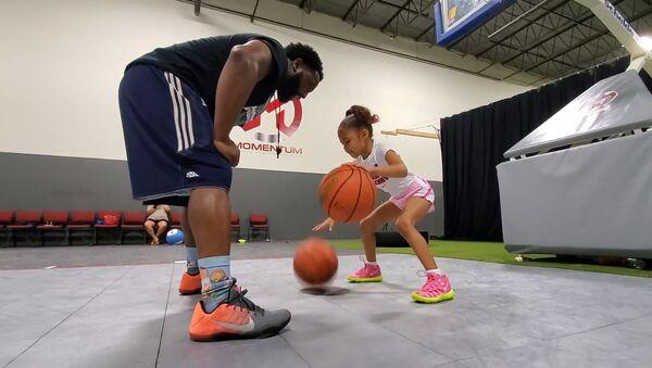 Εξάχρονο κορίτσι εντυπωσιάζει στο μπάσκετ και βάζει στόχο το γυναικείο NBA - Sputnik Ελλάδα