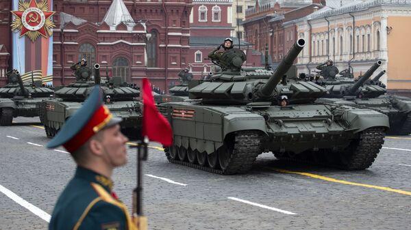 Ρωσικό τανκ T-72 B3 κατά την παρέλαση για την Ημέρα της Νίκης - Sputnik Ελλάδα