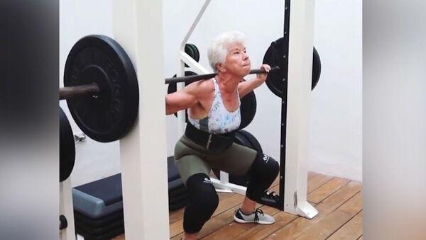 Ποτέ δεν είναι αργά: 73χρονη αλλάζει τη ζωή της και από υπέρβαρη γίνεται υπόδειγμα fitness  - Sputnik Ελλάδα