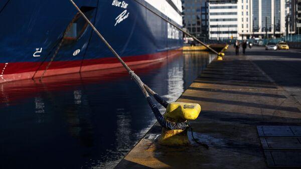 Πλοίο δεμένο στο λιμάνι του Πειραιά - Sputnik Ελλάδα