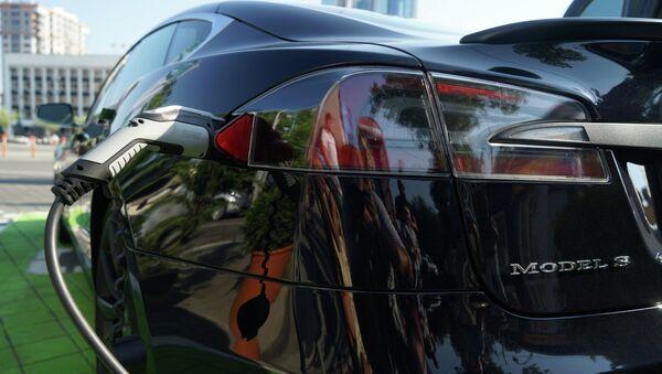 Φόρτιση του Tesla Model S - Sputnik Ελλάδα